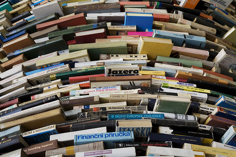 800px-A_tower_of_used_books_-_8443